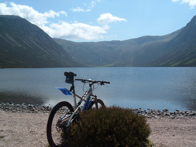 Mountain_biking_in_the_Cairngorms._-_geograph.org.uk_-_586073